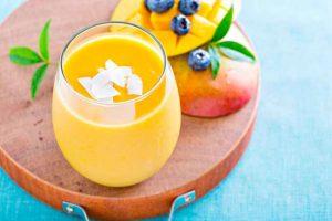 Смузи с молоком и ягодами